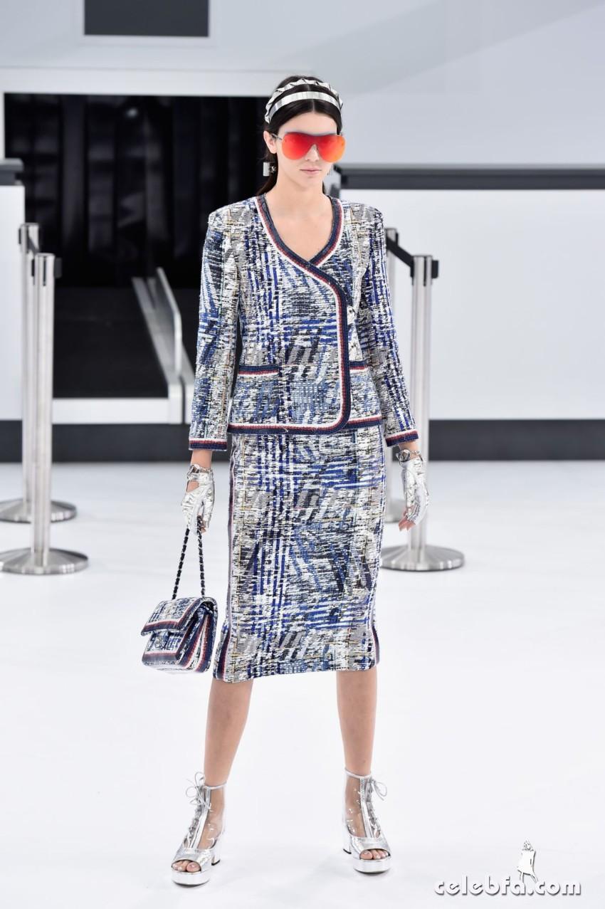 kendall-jenner-at-chanel-fashion-show-at-paris-fashion-week (2)