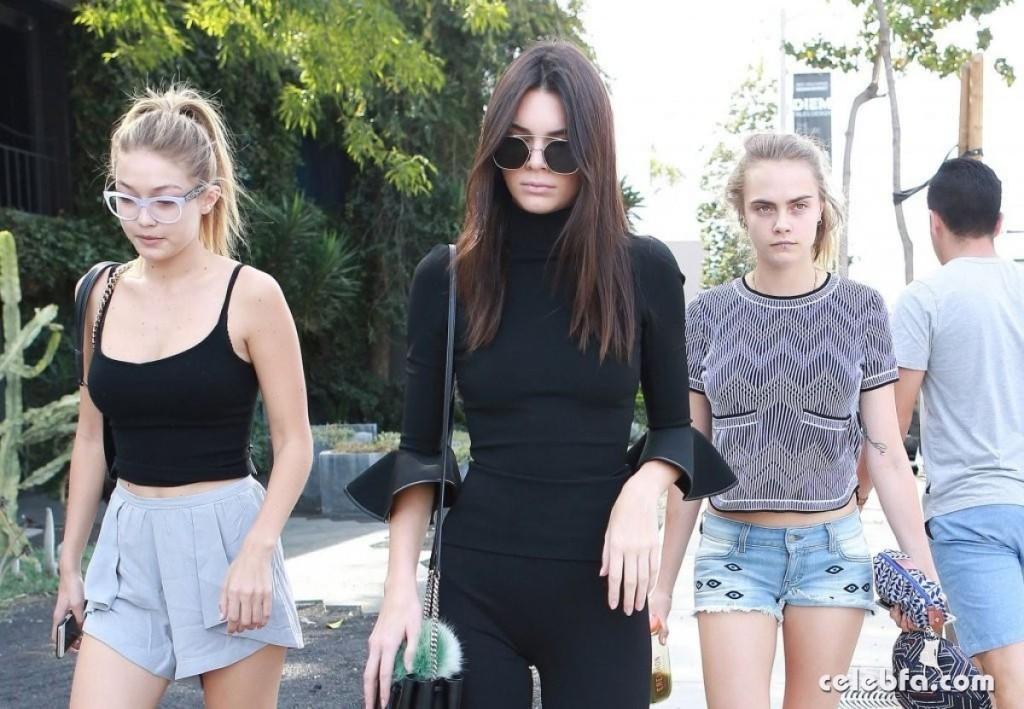 Kendall_Jenner__Cara_Delevingne__Gigi_Hadid (2)