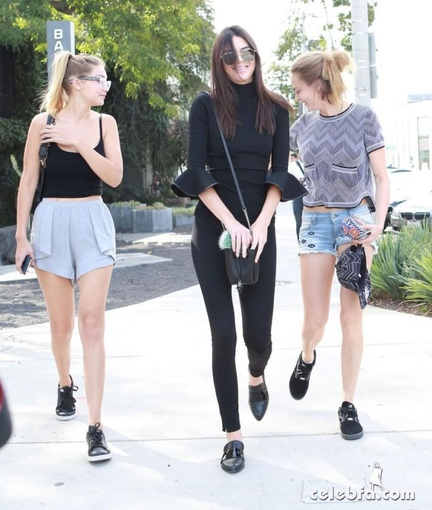 Kendall_Jenner__Cara_Delevingne__Gigi_Hadid (4)