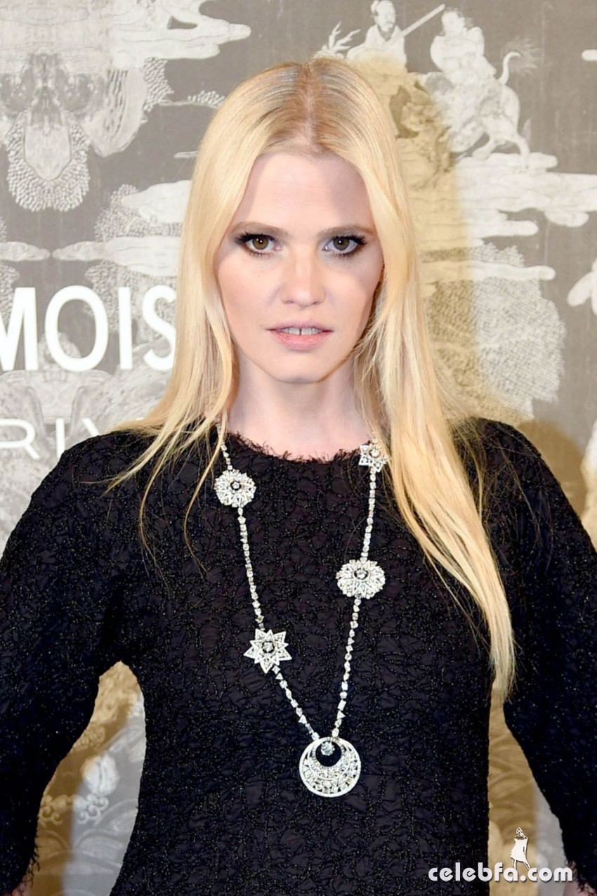 lara-stone-at-chanel-exhibition-party-in-london (1)