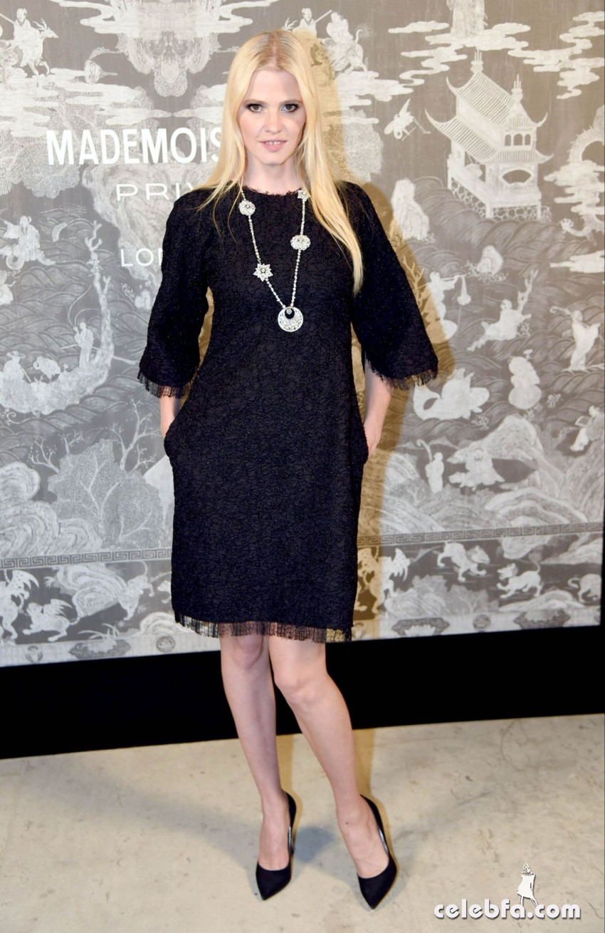 lara-stone-at-chanel-exhibition-party-in-london (3)