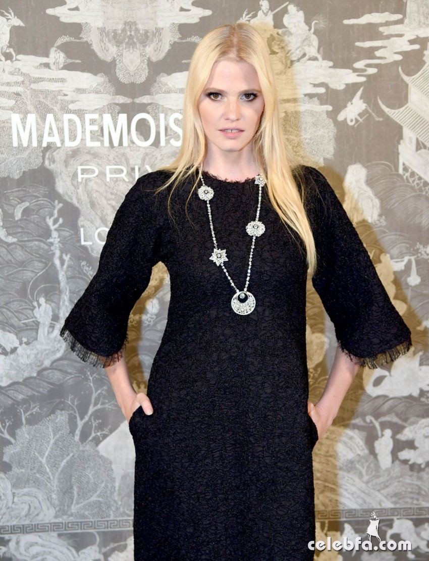 lara-stone-at-chanel-exhibition-party-in-london (4)