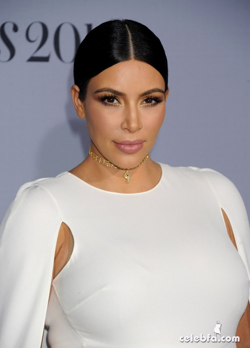 pregnant-kim-kardashian-at-instyle-awards-2015 (3)