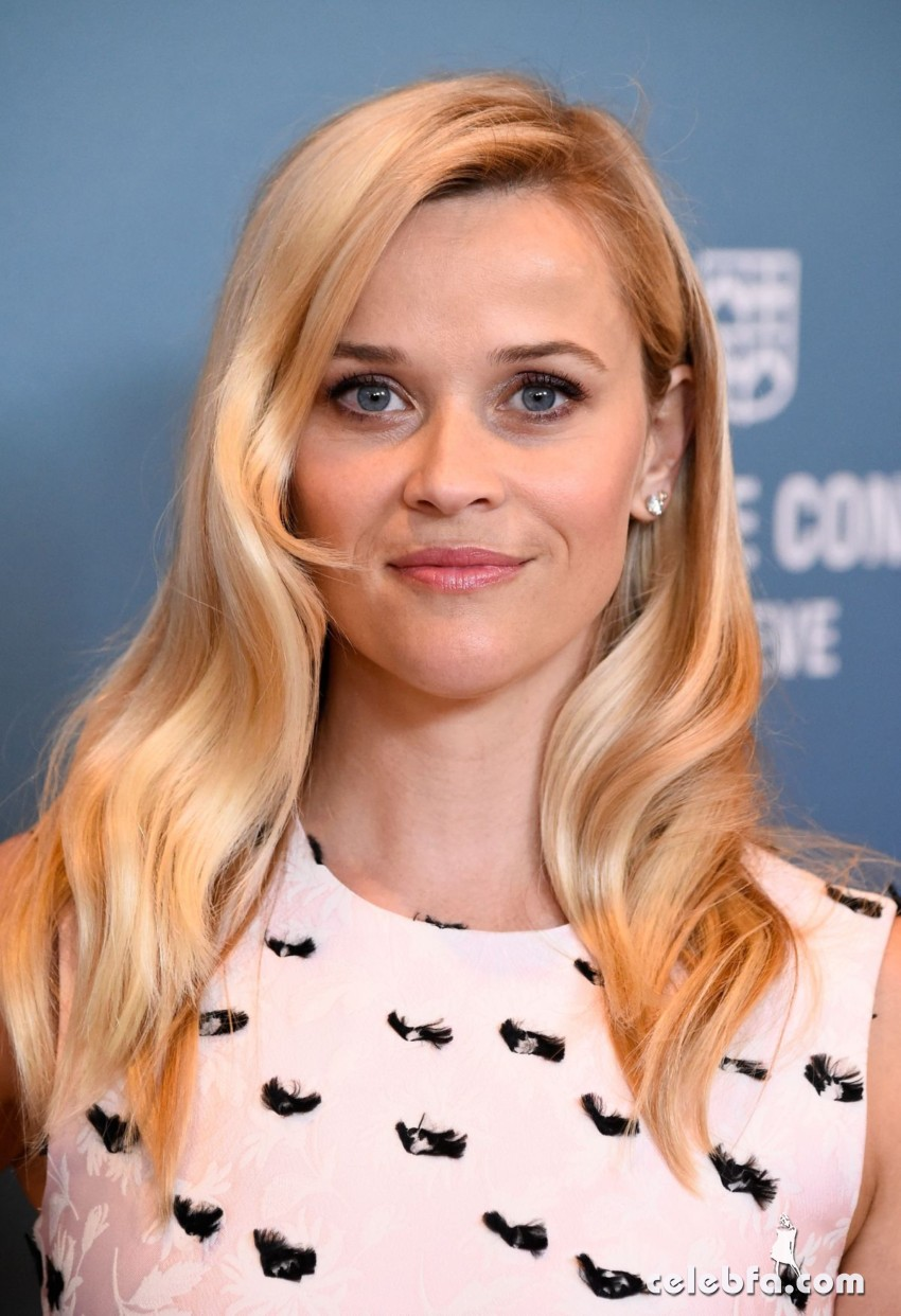 reese-witherspoon-at-power-of-women-luncheon-in-beverly-hills (1)