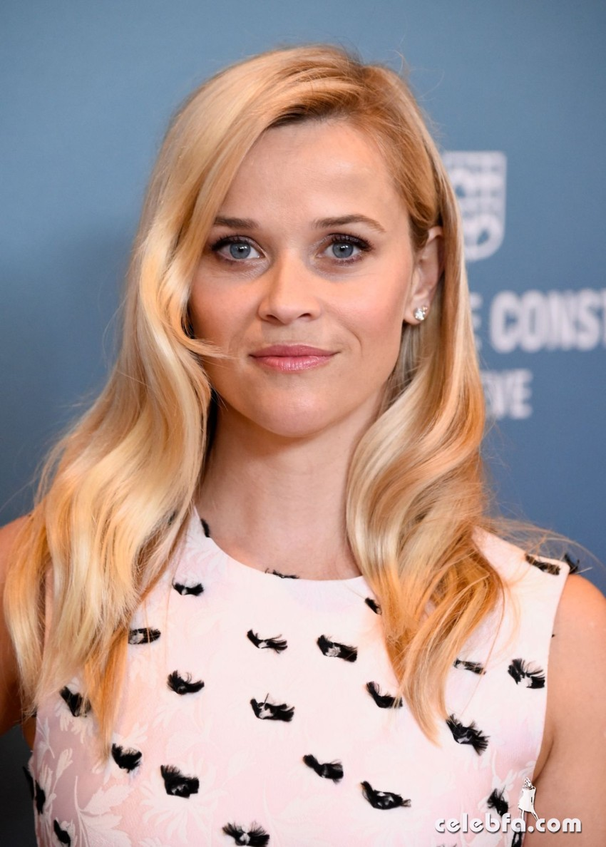 reese-witherspoon-at-power-of-women-luncheon-in-beverly-hills (4)