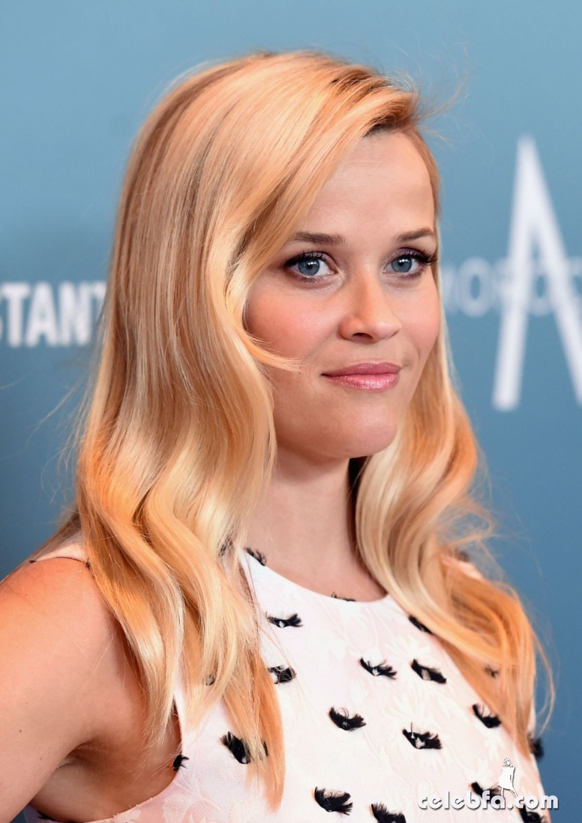 reese-witherspoon-at-power-of-women-luncheon-in-beverly-hills (5)