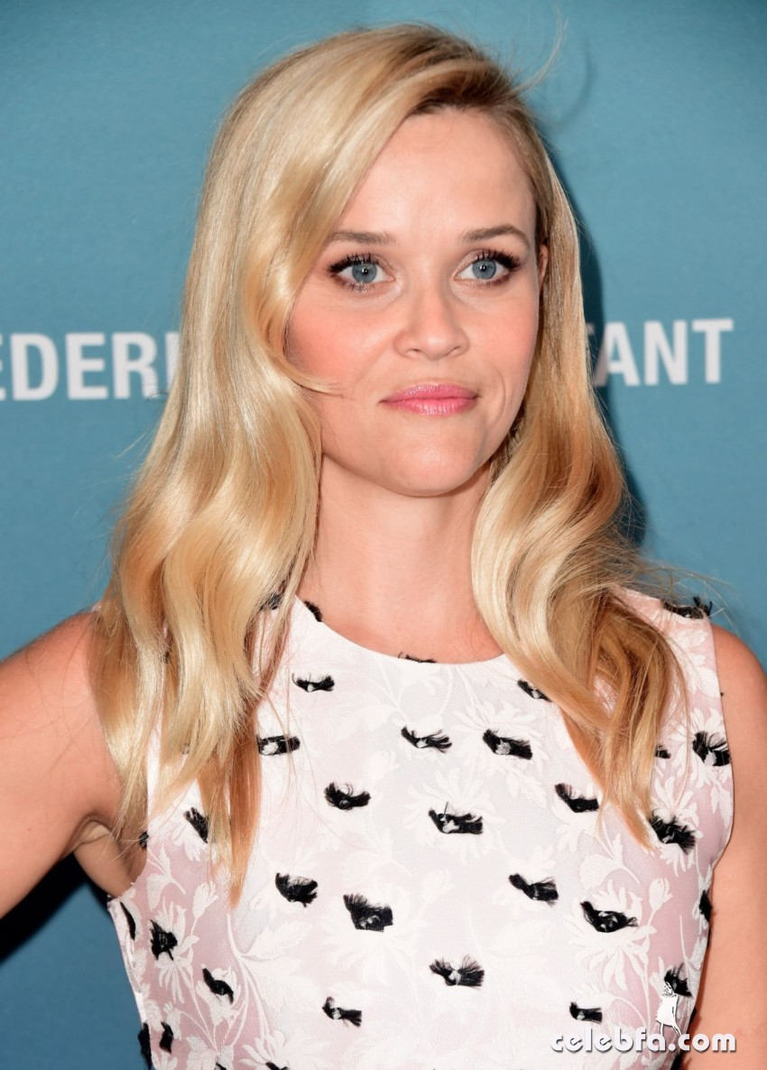 reese-witherspoon-at-power-of-women-luncheon-in-beverly-hills (6)