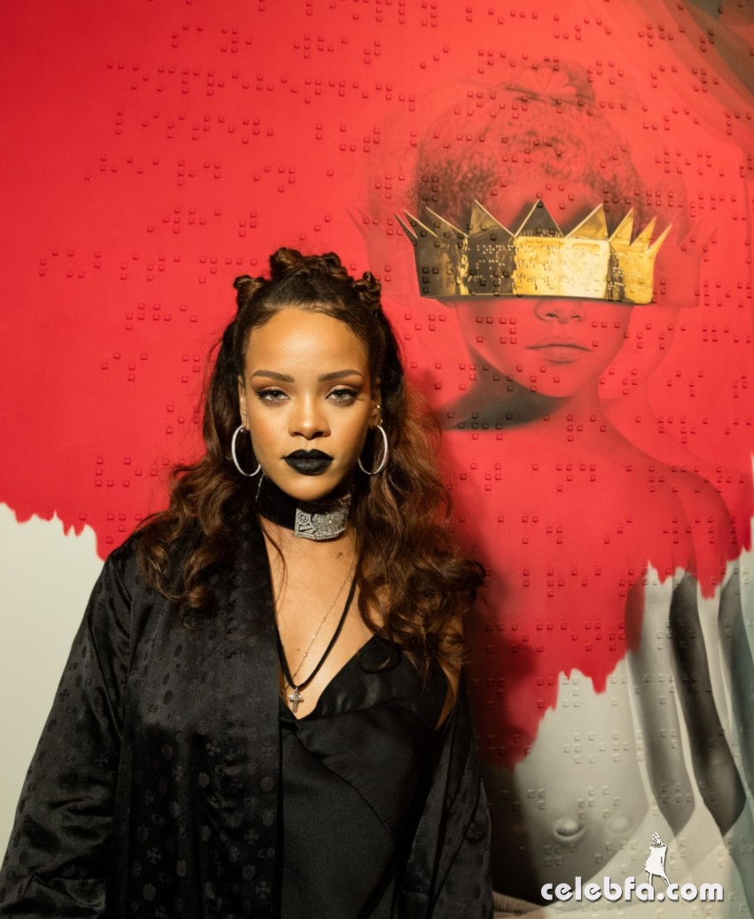 rihanna-at-8th-album-artwork-reveal-for-anti-at-mama-gallery-in-los-angeles (1)