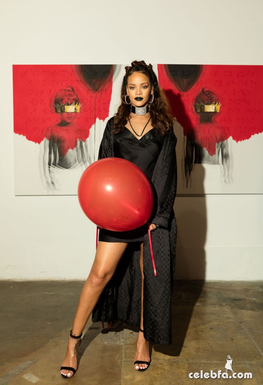 rihanna-at-8th-album-artwork-reveal-for-anti-at-mama-gallery-in-los-angeles (7)