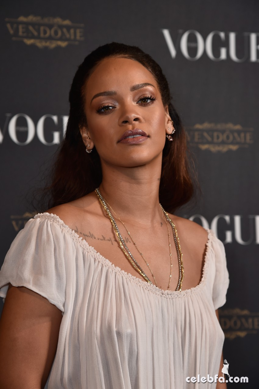 Rihanna - Vogue's Anniversary Party (1)