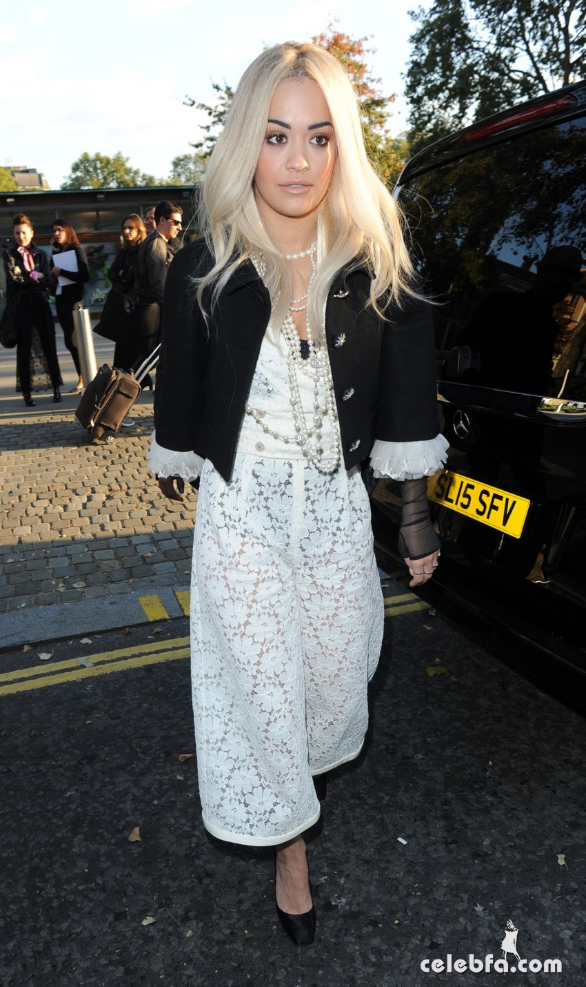 rita-ora-at-chanel-exhibition-party-in-london (7)