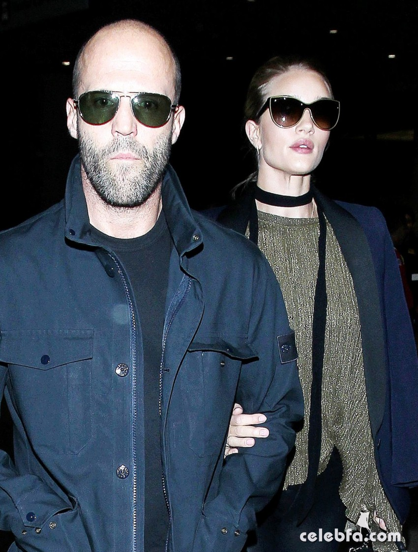 rosie-huntington-whiteley-and-jason-statham-at-los-angeles-international-airport (1)