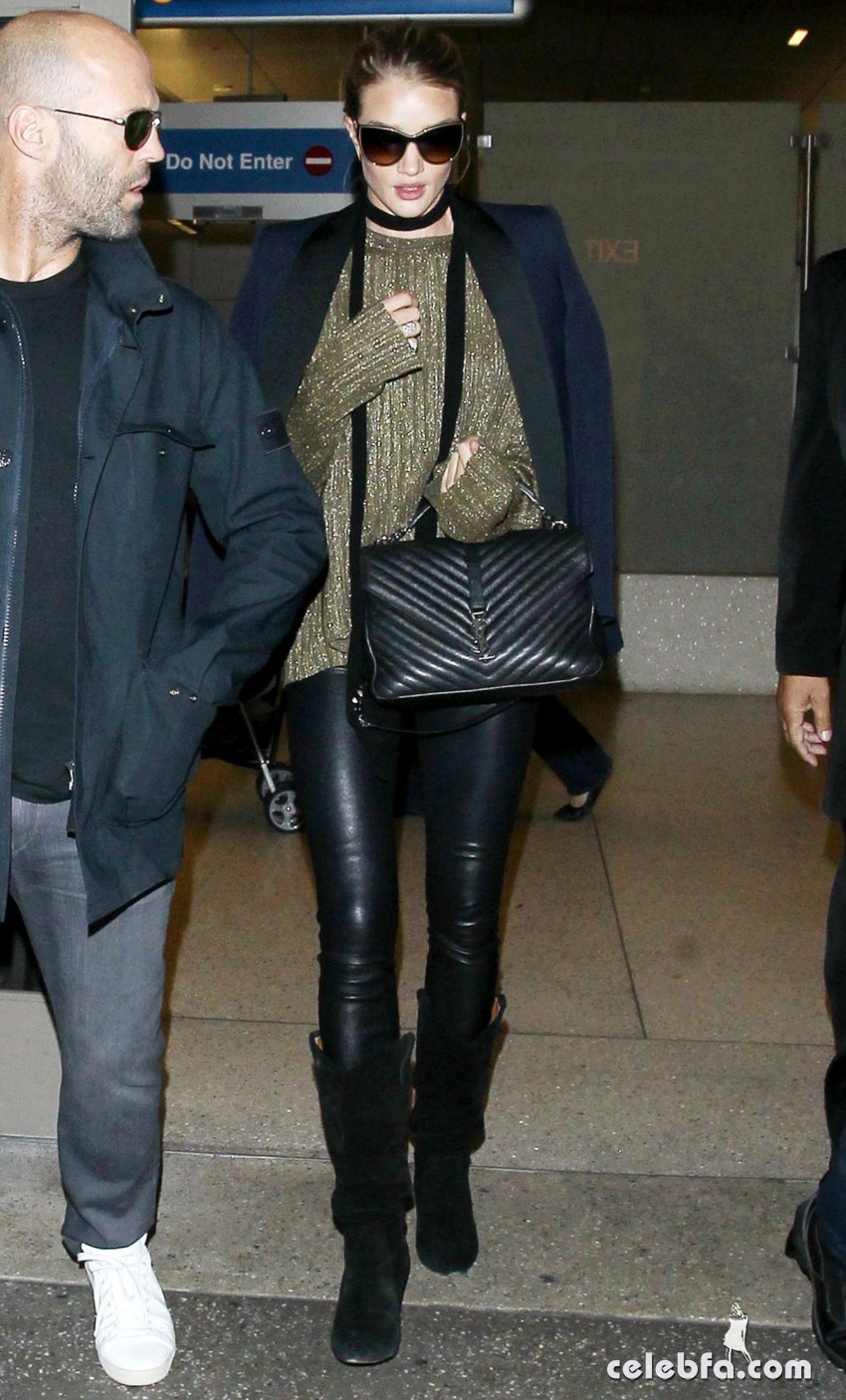 rosie-huntington-whiteley-and-jason-statham-at-los-angeles-international-airport (2)
