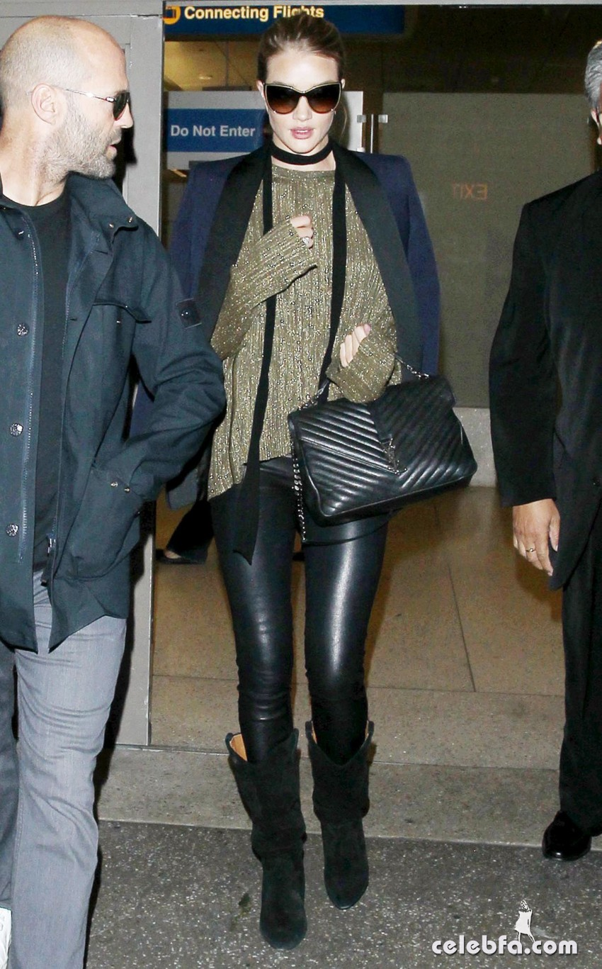 rosie-huntington-whiteley-and-jason-statham-at-los-angeles-international-airport (3)