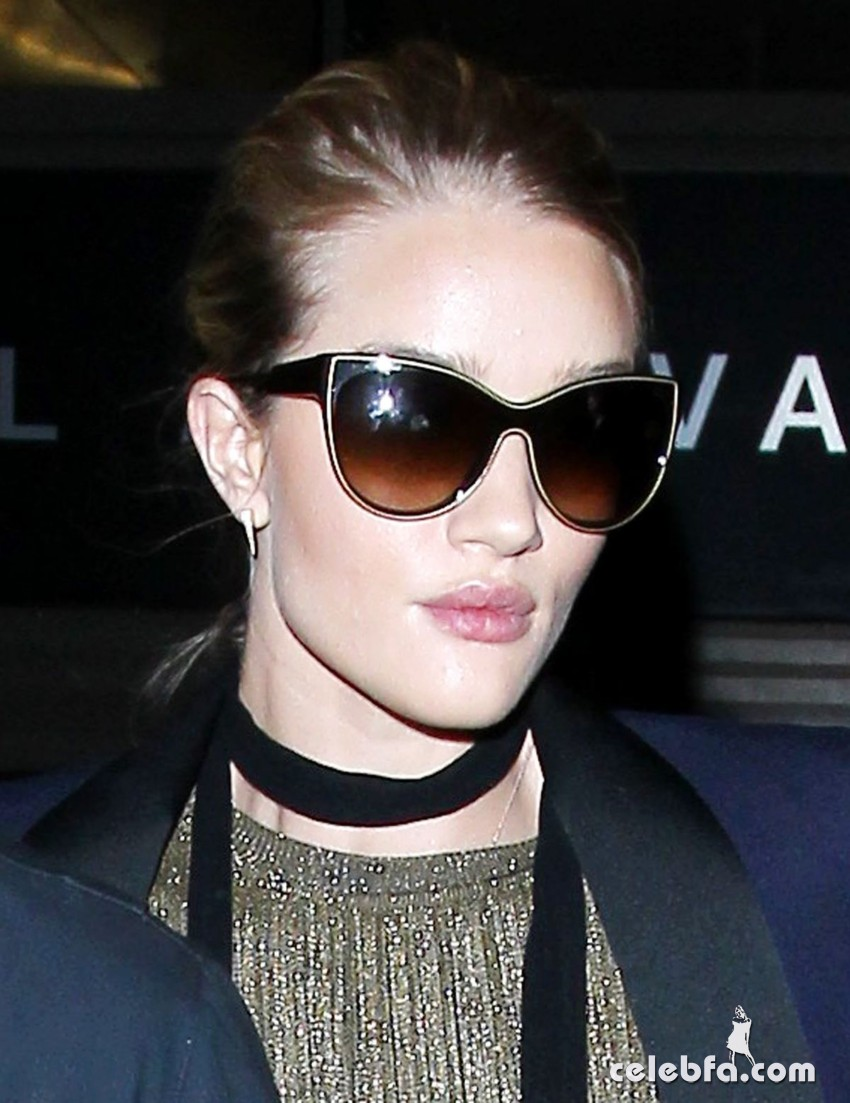 rosie-huntington-whiteley-and-jason-statham-at-los-angeles-international-airport (7)