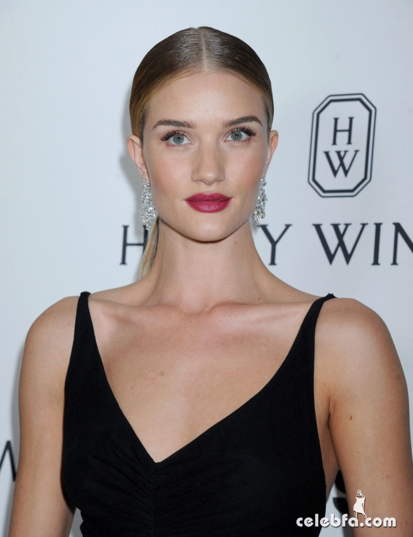 rosie-huntington-whiteley-at-amfar-s-inspiration-gala (1)