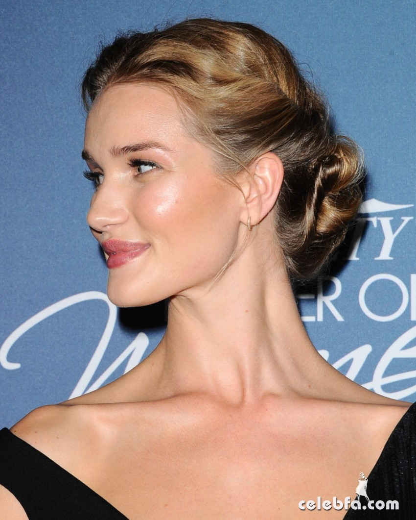 rosie-huntington-whiteley-at-power-of-women-luncheon-in-beverly-hills (6)