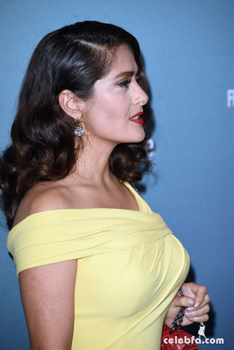 salma-hayek-at-power-of-women-luncheon-in-beverly-hills (10)