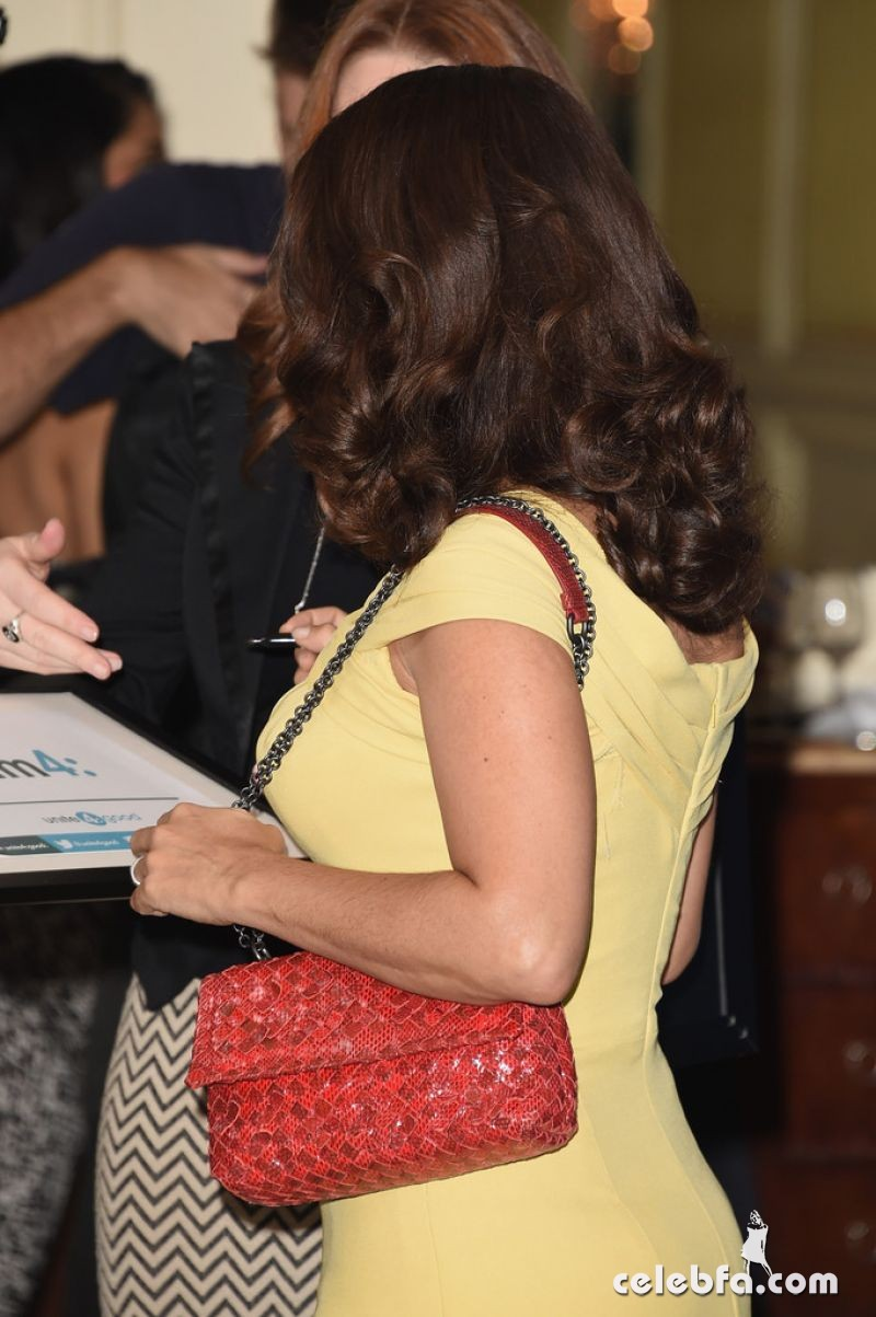 salma-hayek-at-power-of-women-luncheon-in-beverly-hills (3)