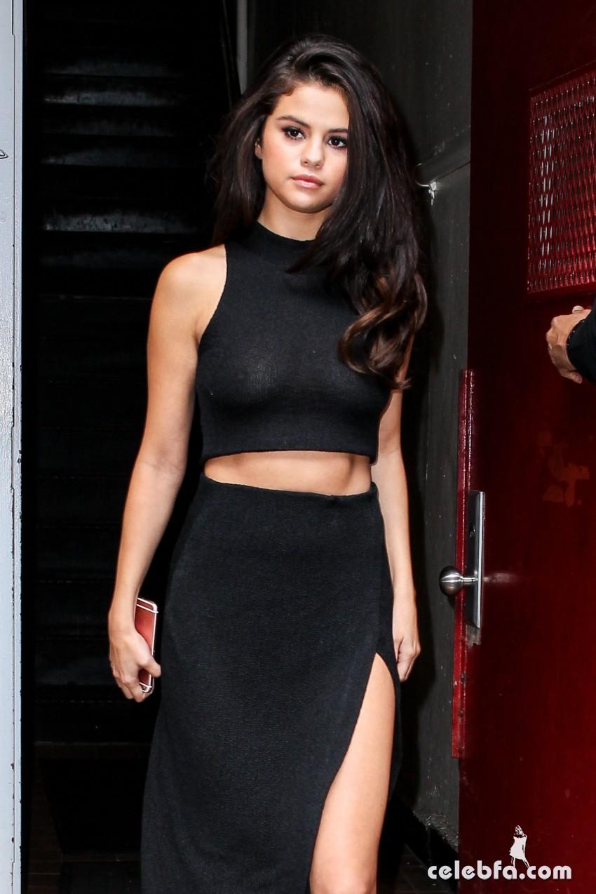 Selena Gomez Black Dress (10)