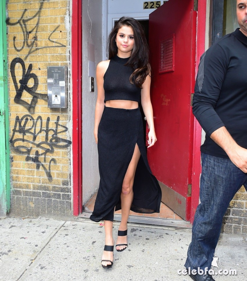 Selena Gomez Black Dress (12)