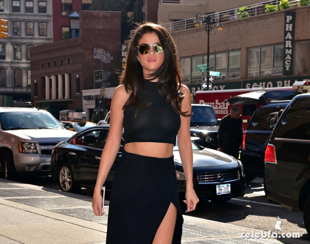 Selena Gomez Black Dress (7)