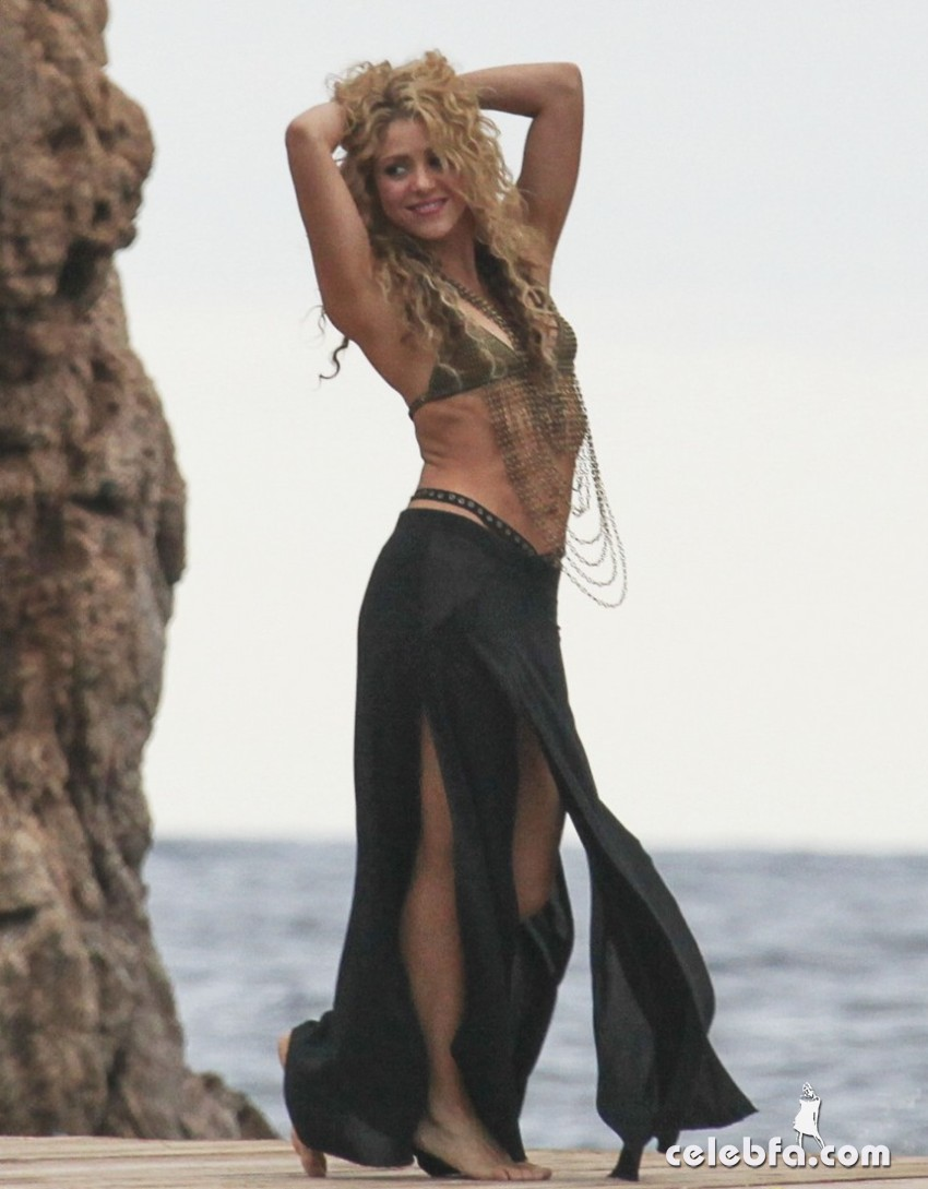 Shakira Films A Commerical In Spain