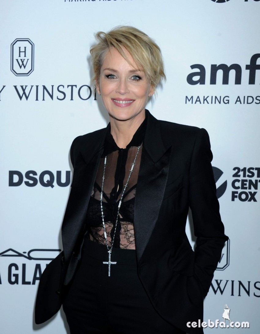 sharon-stone-at-amfar-s-inspiration-gala-in-hollywood (1)