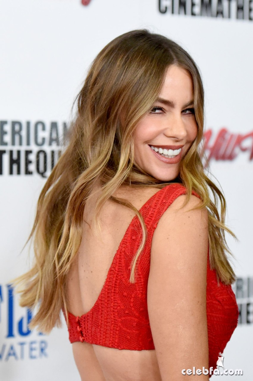 sofia-vergara-at-american-cinematheque-honors-reese-witherspoon (2)