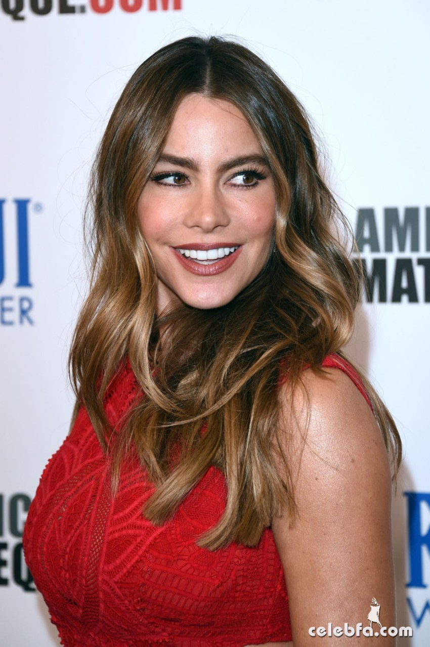 sofia-vergara-at-american-cinematheque-honors-reese-witherspoon (6)