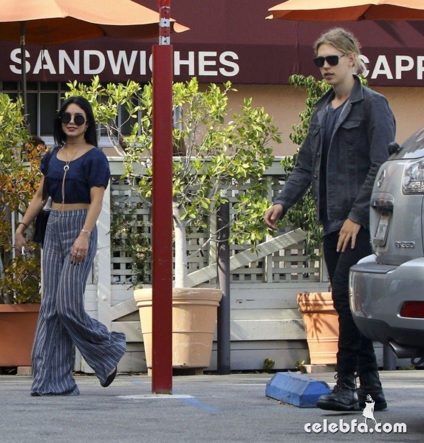 vanessa-hudgens-in-studio-city (1)