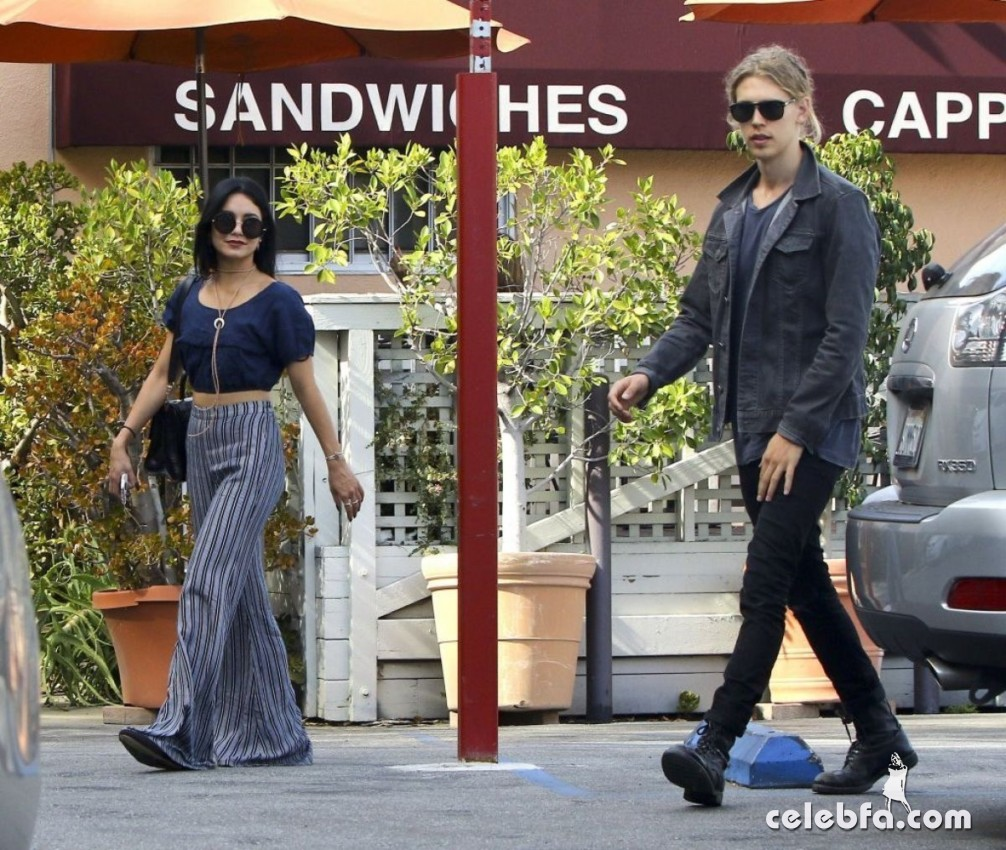 vanessa-hudgens-in-studio-city (2)