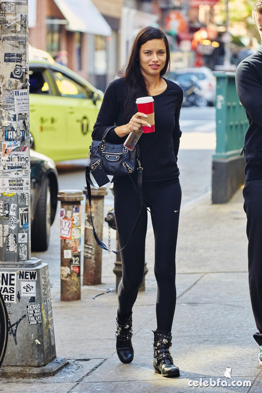 adriana-lima-out-and-aout-in-new-york (5)