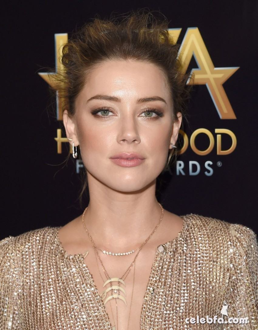 amber-heard-at-2015-hollywood-film-awards-in-beverly-hills (2)