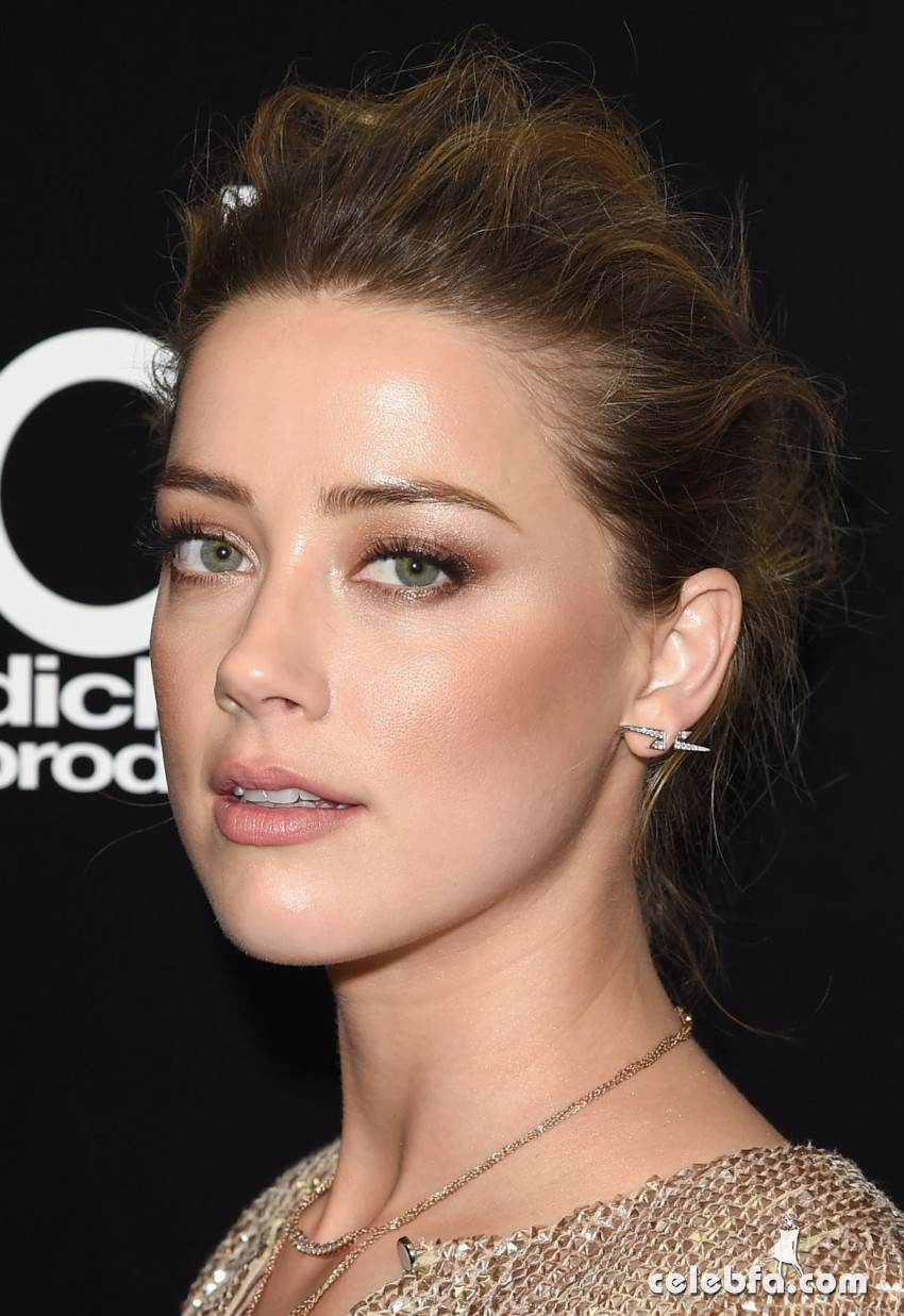 amber-heard-at-2015-hollywood-film-awards-in-beverly-hills (4)