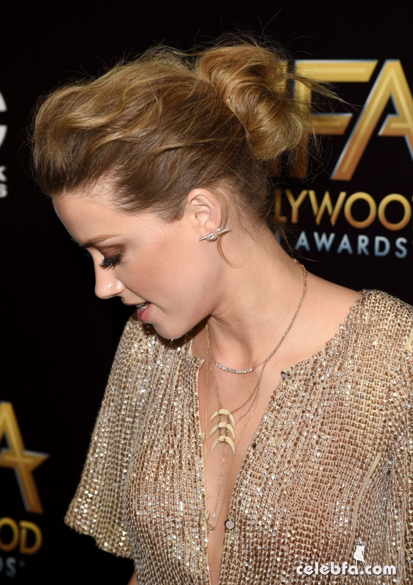 amber-heard-at-2015-hollywood-film-awards-in-beverly-hills (6)
