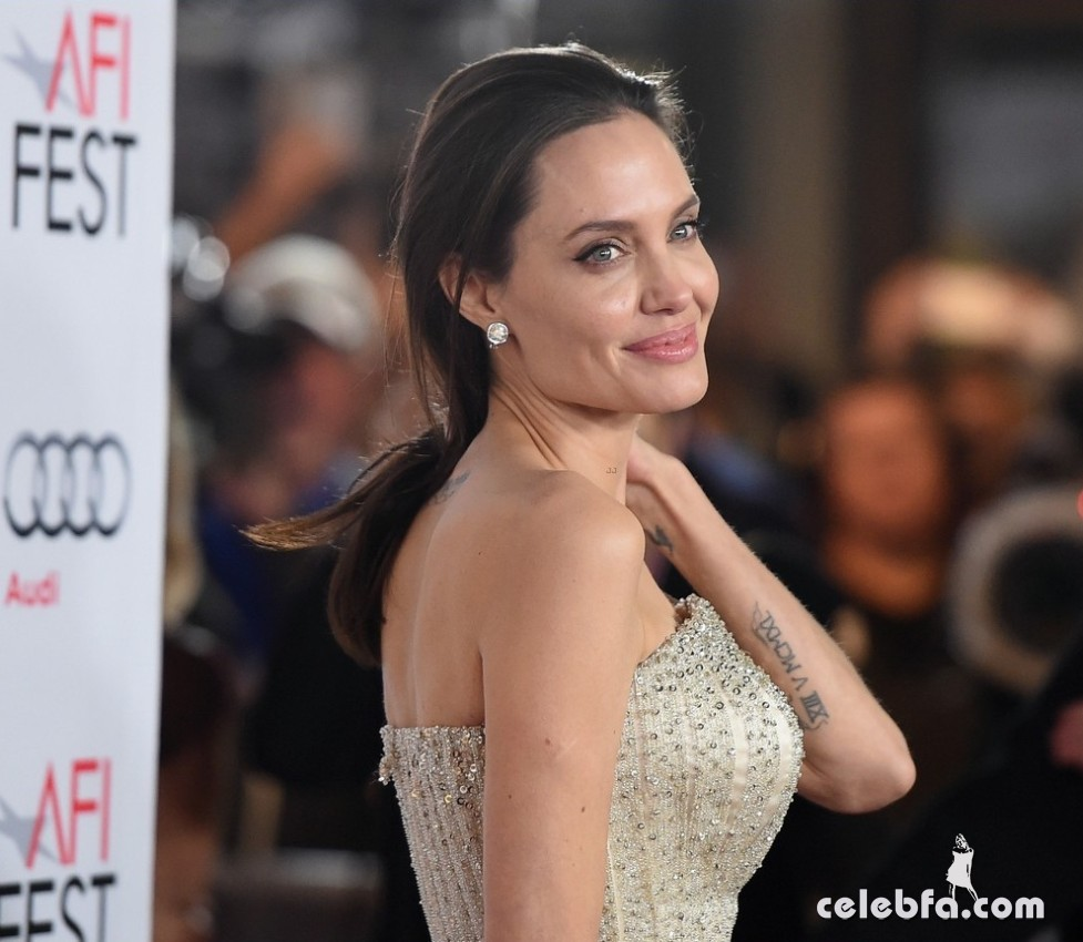 angelina-jolie-brad-pitt-by-the-sea-la-premiere (6)