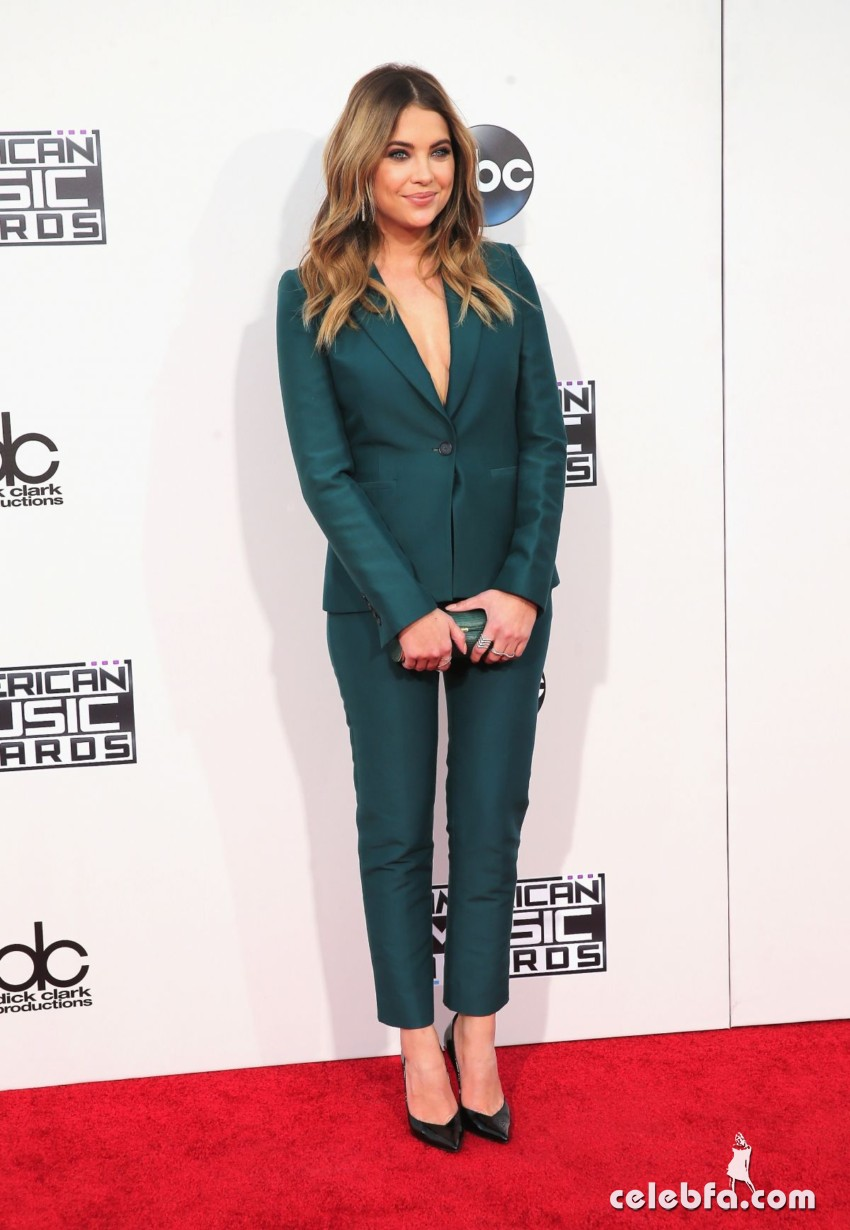 ashley-benson-at-2015-american-music-awards-in-los-angeles (2)