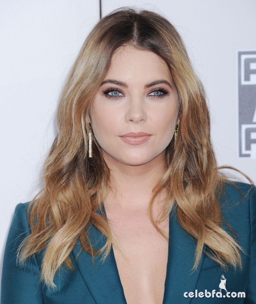 ashley-benson-at-2015-american-music-awards-in-los-angeles (3)