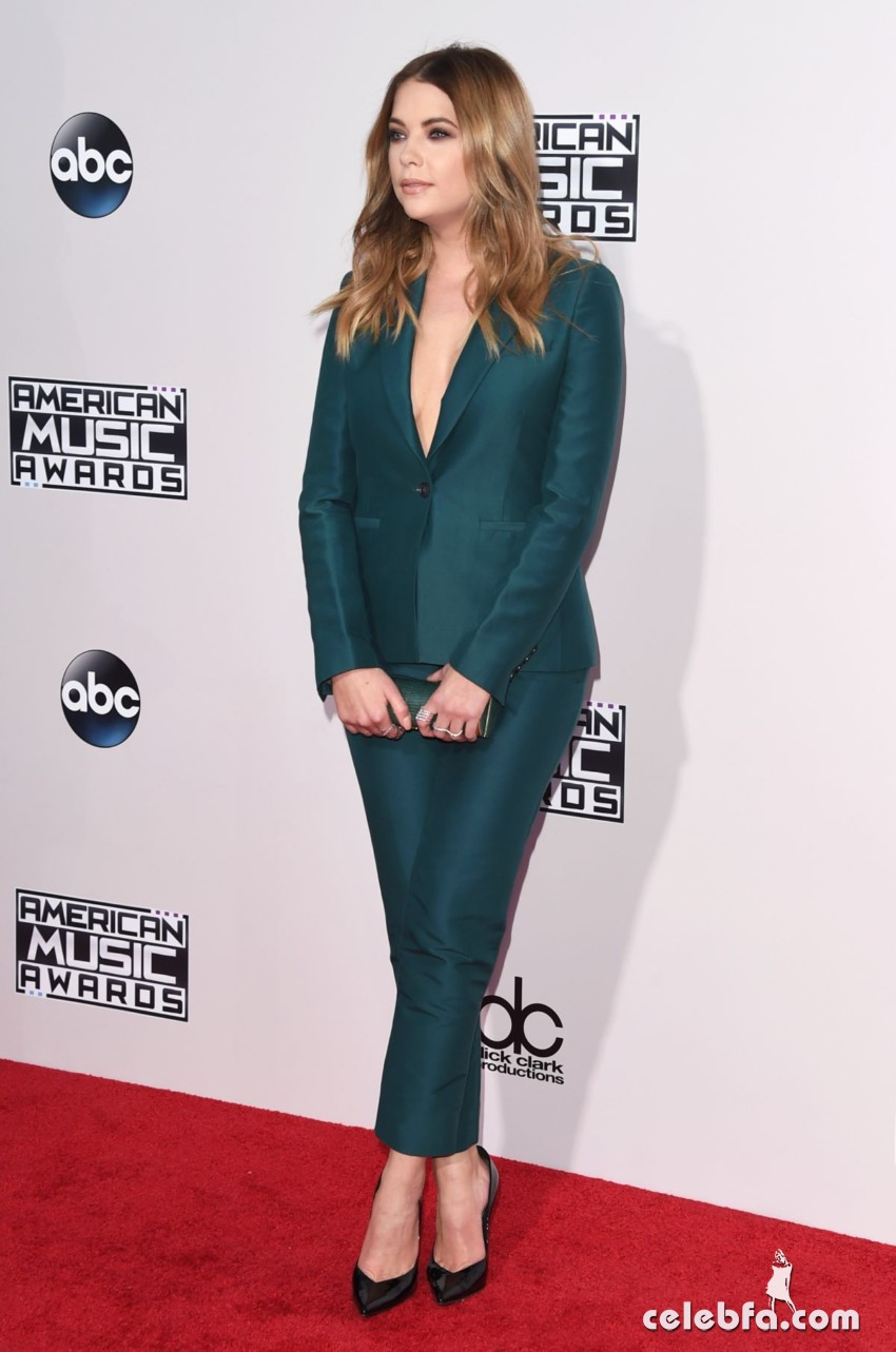 ashley-benson-at-2015-american-music-awards-in-los-angeles (4)