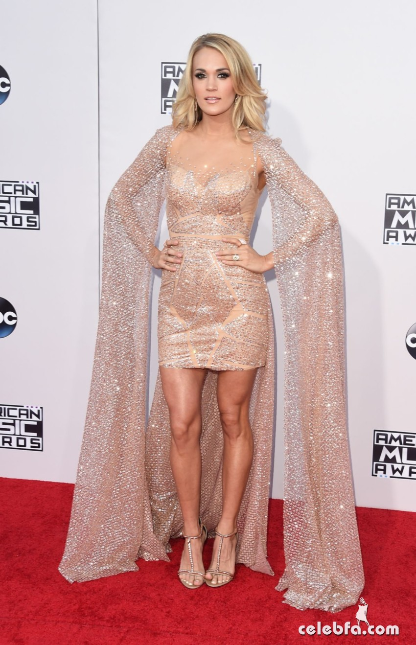 carrie-underwood-at-2015-american-music-awards-in-los-angeles (1)