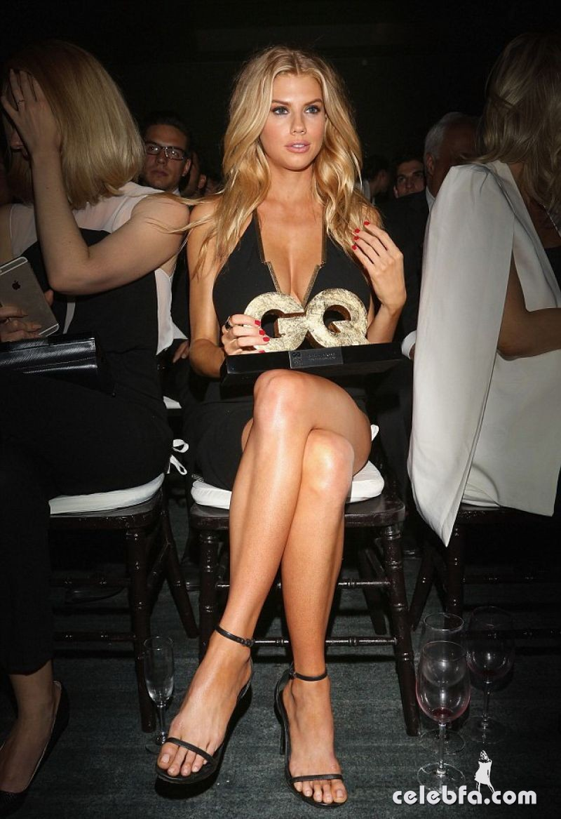 charlotte-mckinney-at-gq-men-of-the-year-mexico-awards (1)