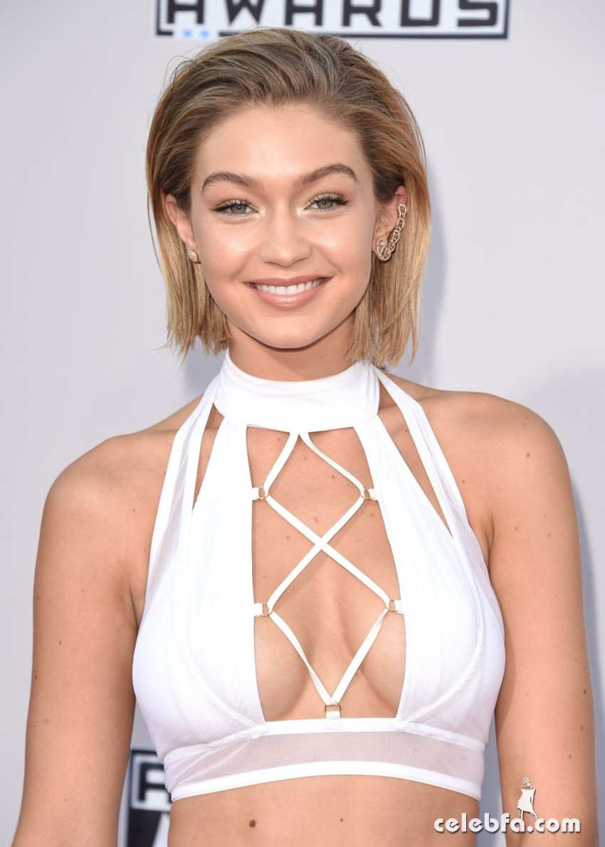 gigi-hadid-at-2015-american-music-awards-in-los-angeles (4)
