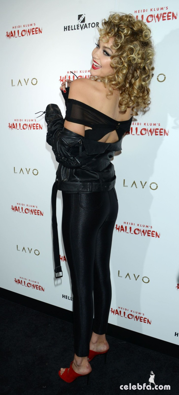 gigi-hadid-at-heidi-klum-halloween-party-in-new-york (7)