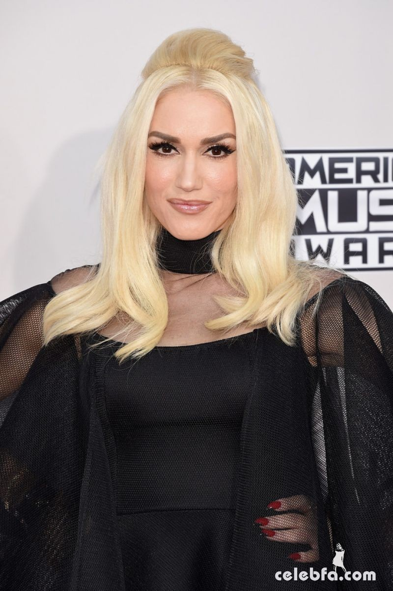 gwen-stefani-at-2015-american-music-awards-in-los-angeles (1)