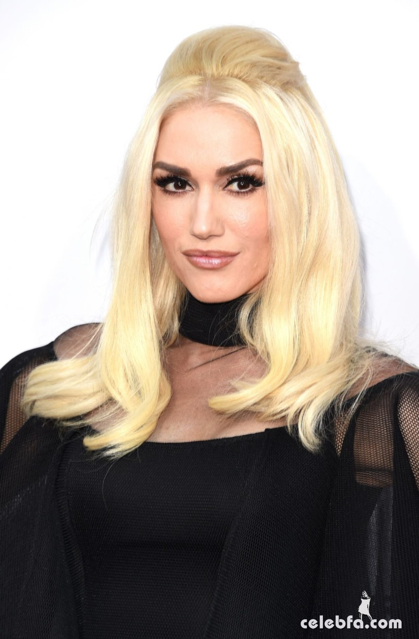 gwen-stefani-at-2015-american-music-awards-in-los-angeles (3)