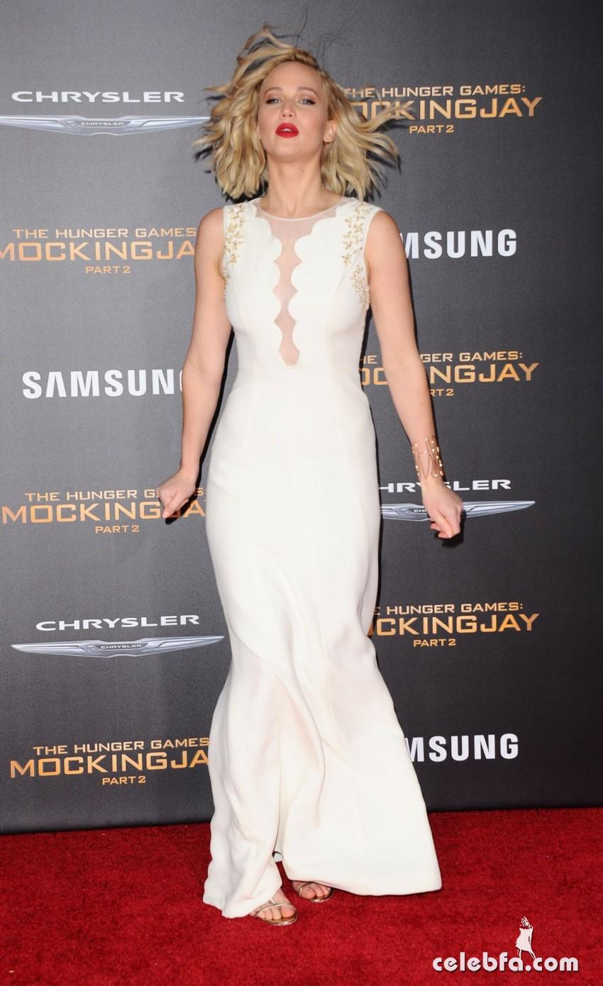 JENNIFER LAWRENCE at The Hunger Games Mockingjay, Part 2  (5)
