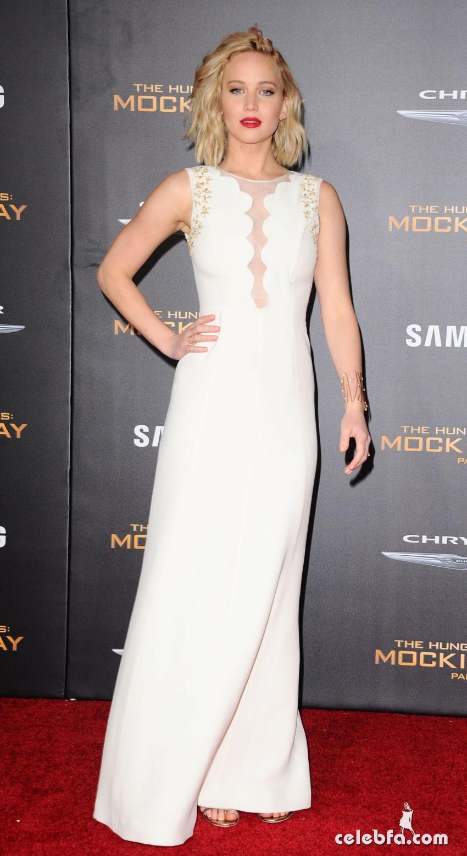 JENNIFER LAWRENCE at The Hunger Games Mockingjay, Part 2  (6)
