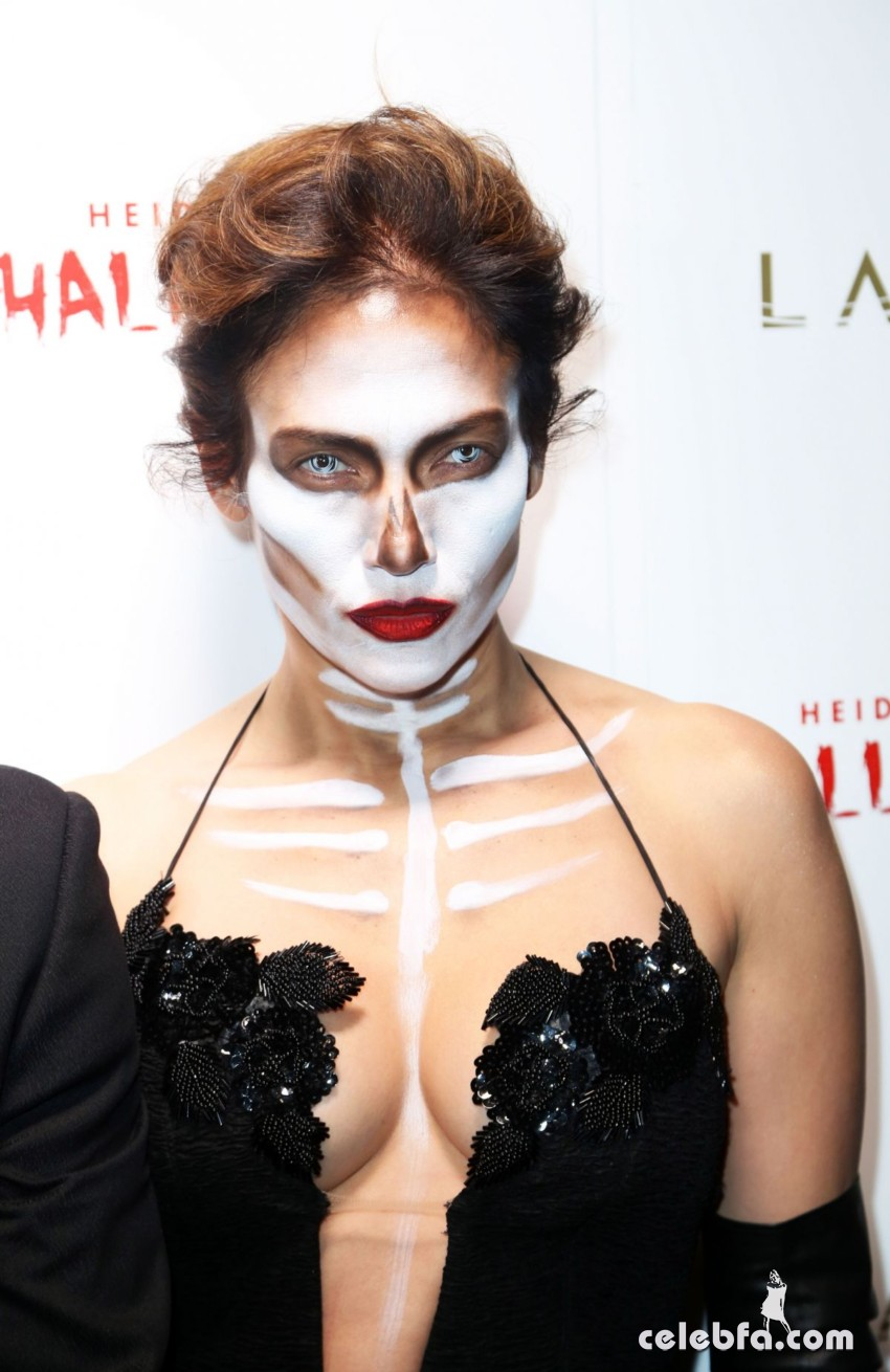 jennifer-lopez-at-heidi-klum-halloween-party-in-new-york (2)