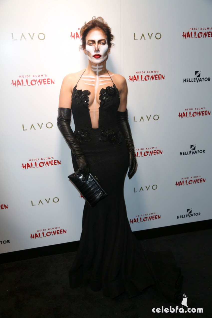 jennifer-lopez-at-heidi-klum-halloween-party-in-new-york (3)